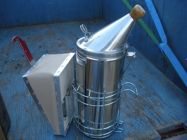 Building the perfect bee smoker for beekeepers
